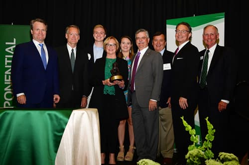 .Cathy Bessant receives UNC Charlotte Distinguished Service Award