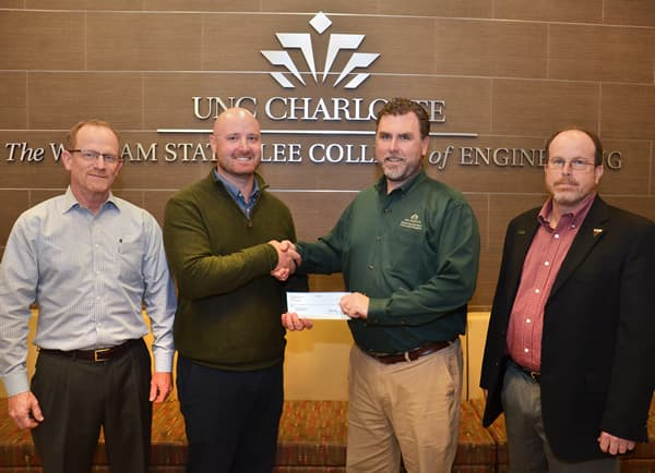 Lee College receives scholarship grant from Terracon Foundation